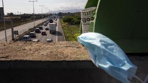 Salida de vehículos de Barcelona por la C-32 el pasado puente del Pilar.