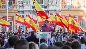 Les protestes de centenars de veïns obliguen Abascal a suspendre un acte a Ceuta