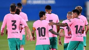 Messi felicita a Coutinho por su gol, que nació en las botas del capitán del Barça cion una gran asistencia previa a Trincao.