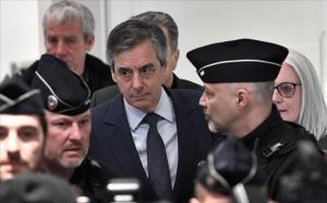 Fillon llega al Palacio de Justicia de París.