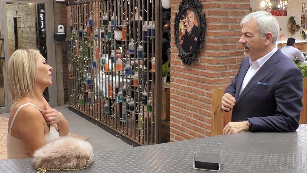 L'espontani comentari d'una comensal de 'First Dates' a Carlos Sobera: «Has fet un pacte amb el diable»