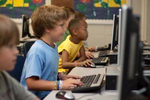 Ni se forman ni son nativos digitales: los jóvenes aprenden a usar la tecnología por su cuenta