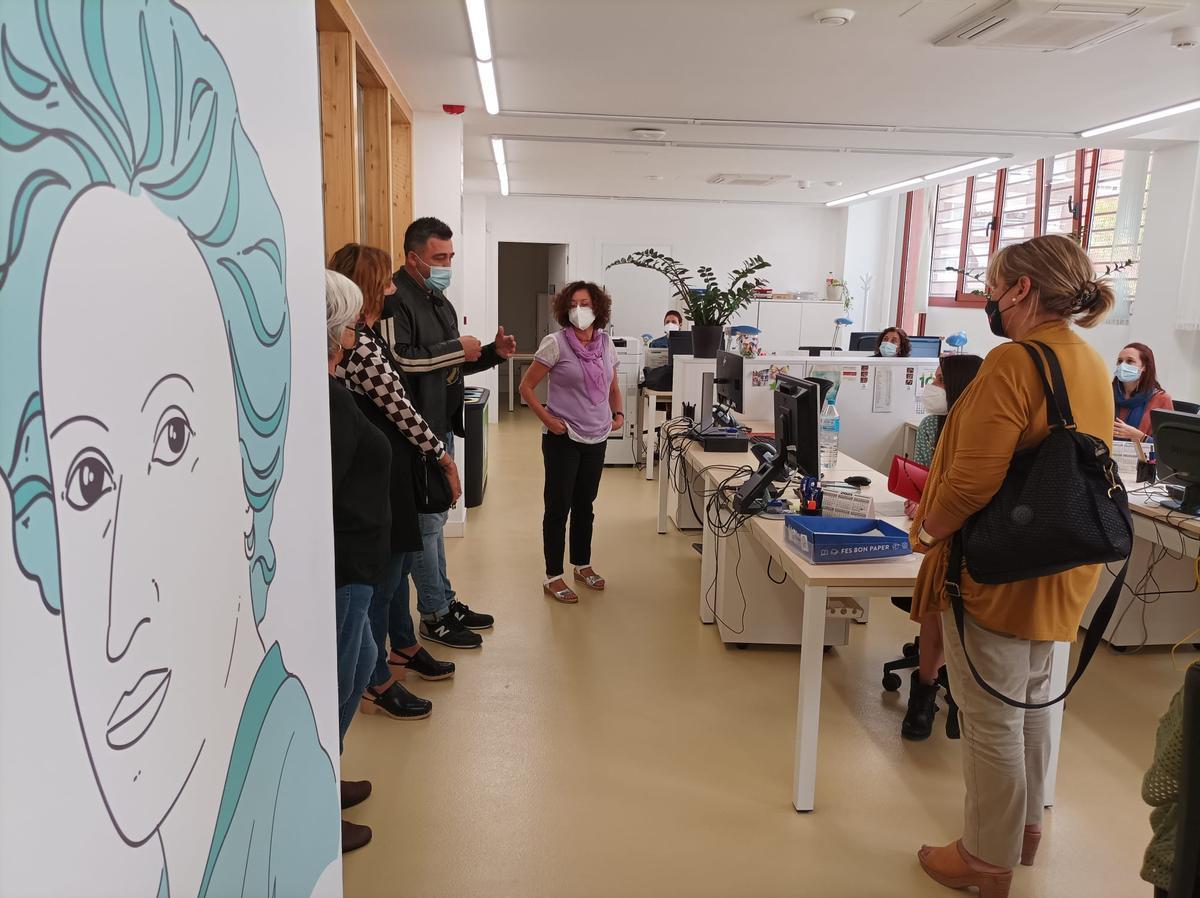 La alcaldesa de Gavà, Gemma Badia, visita al Centro de Servicios al Empleo (CSO) Rosa Luxemburg
