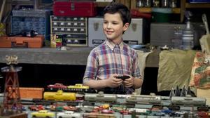 Ian Armitage es Sheldon Cooper de niño en 'El joven Sheldon'.