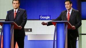 Los senadores Ted Cruz (izquierda) y Marco Rubio, durante el debate de candidatos republicanos, anoche en Des Moines.