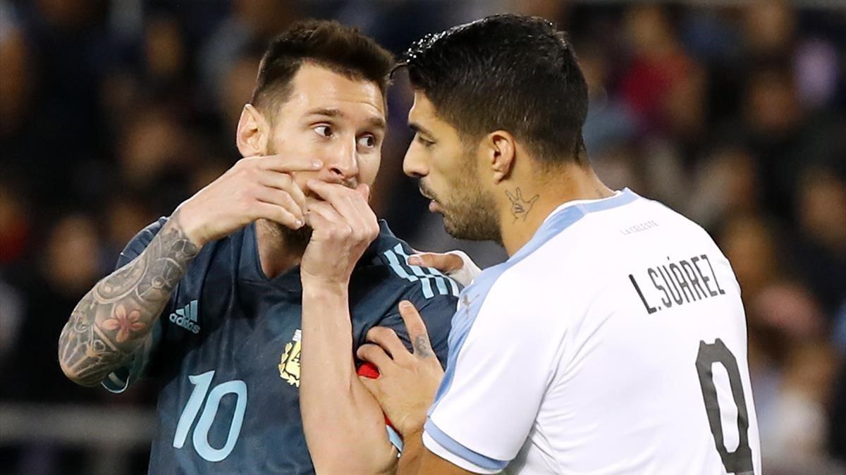 Messi con Luis Suárez, en un amistoso en Tel Aviv.