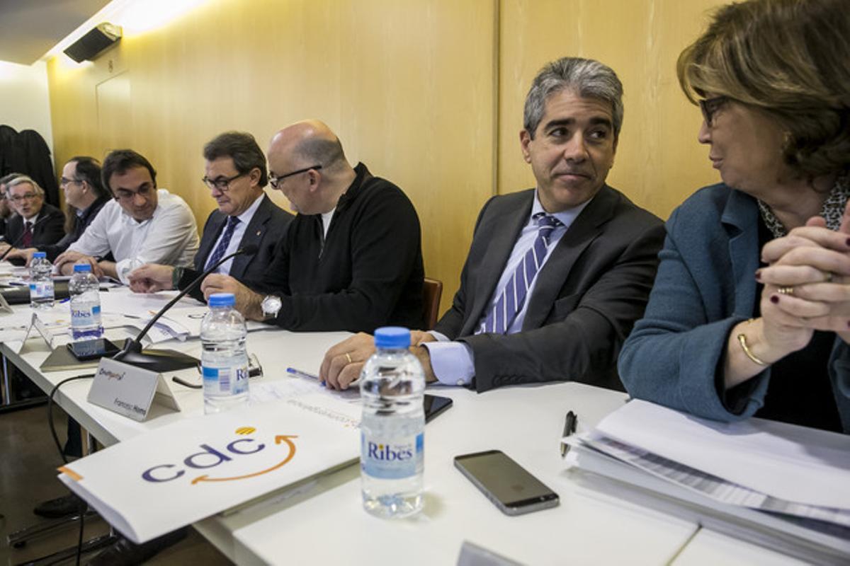 Francesc Homs junto a Irene Rigau, en la reunion del Comite Ejecutivo Nacional de Convergencia Democratica de Catalunya, un día despues de las elecciones generales del 20D.