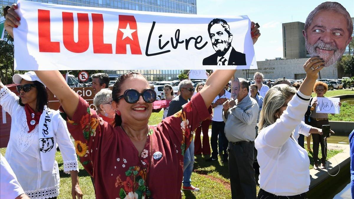 Manifestación en apoyo para la libertad de Lula da Silva.