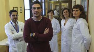 En la foto, de izquierda a derecha, el doctor Josep Antoni Ramos Quiroga, Denis, uno de los pacientes, y las doctoras María Soler, Marta Ribasés y Vanesa Richarte.