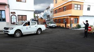 La trayectoria de la colada norte del volcán de La Palma obliga a evacuar a 800 vecinos en Los Llanos