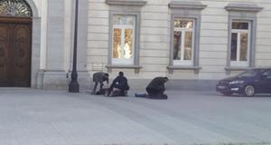 Momento en que la Policía Nacional detiene a ocho miembros de Arran.