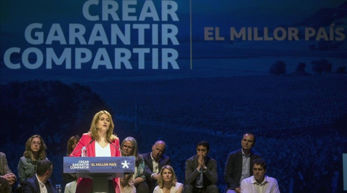 Marta Pascal, en la clausura de la conferencia ideológica del PDECat, en el Teatre Victòria de Barcelona.