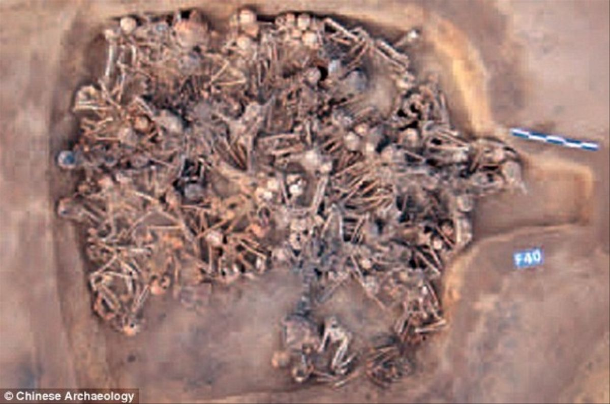 Las ruinas de la casaF40 en el interior de la cual se pueden ver el centenar de esqueletos que se han encontrado y que datan de 5.000 años atrás