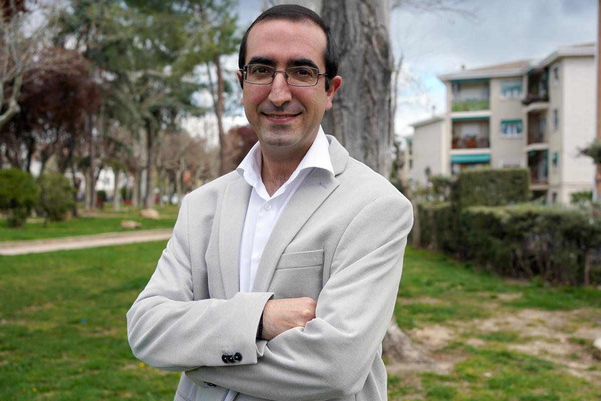 Luis Santamaría, experto en sectas, fotografiado en Madrid