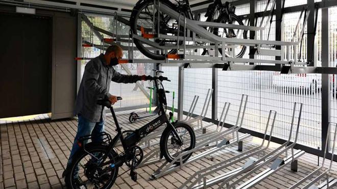 FGC inaugura un aparcamiento seguro para bicis en la estación de Valldoreix