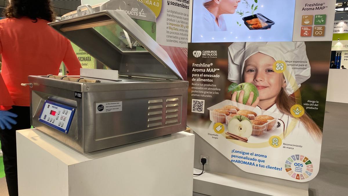 Máquina para introducir olores en los envases de alimentos, visible en Expoquimia.