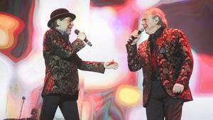 Joaquín Sabina y Joan Manuel Serrat, conjuntados en el Palau Sant Jordi.