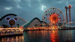 La silueta de Mickey Mouse preside el Disney California Adventure, pegado a Disneyland, en Anaheim (California).