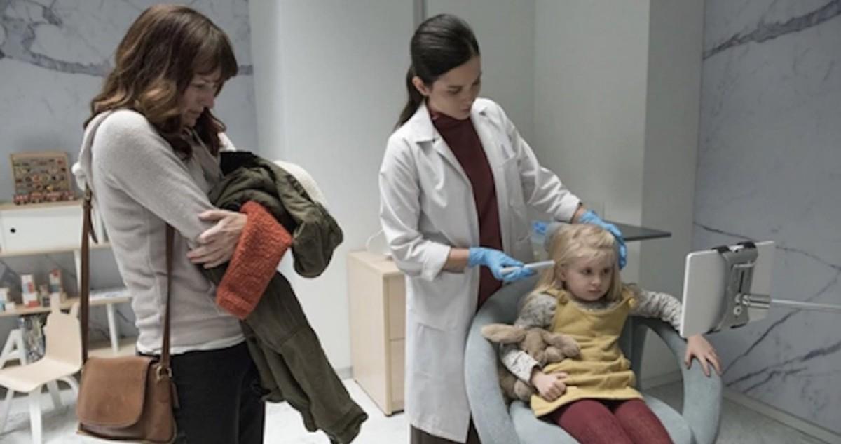 El control parental llevado al extremo en 'Arkangel', uno de los episodios más comentados en Twitter de la cuarta temporada de 'Black Mirror'.