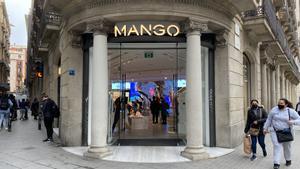 Tienda de Mango en la calle de Canuda de Barcelona.