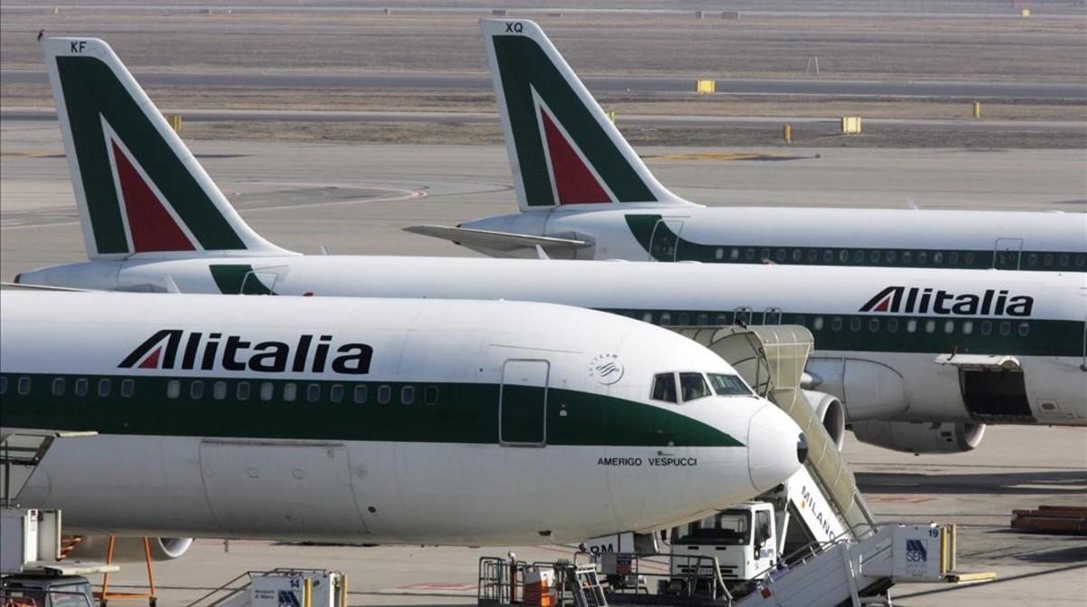 Cuatro ofertas pujan por rescatar Alitalia