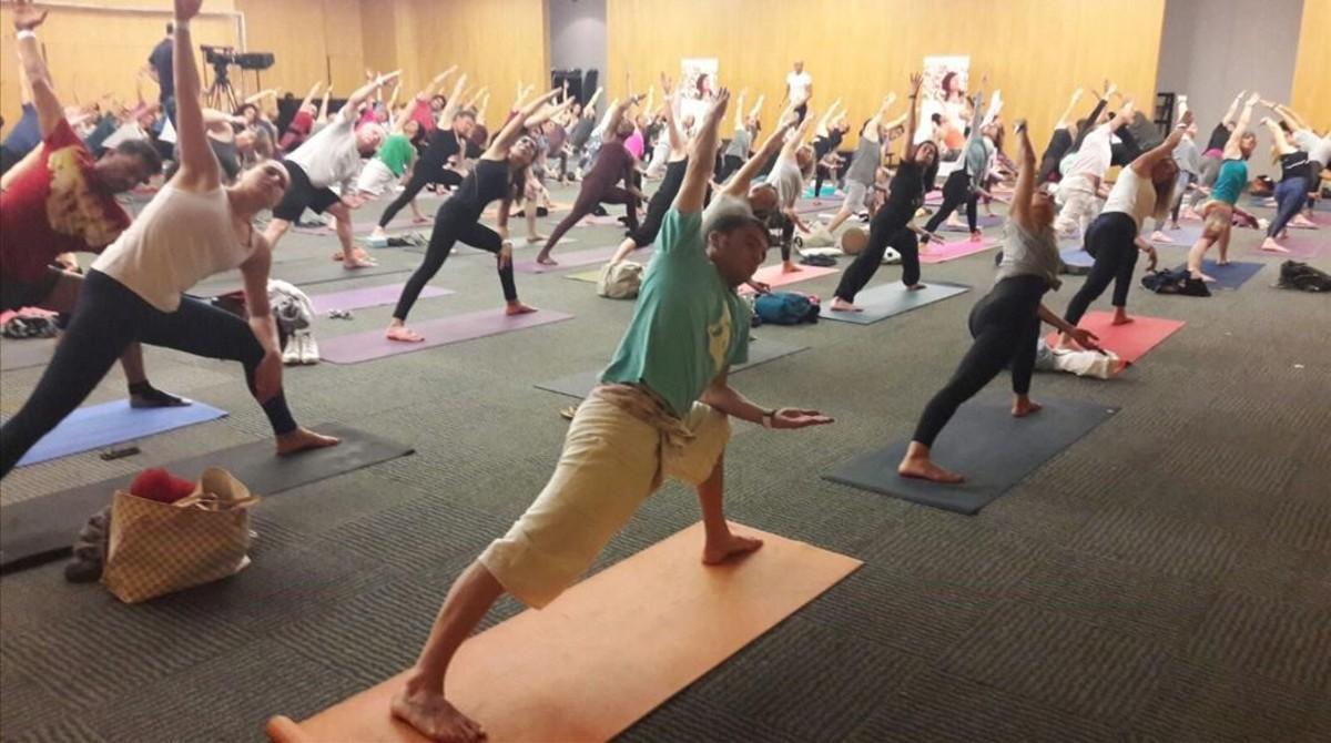 Un congreso aviva la fiebre del yoga en Barcelona