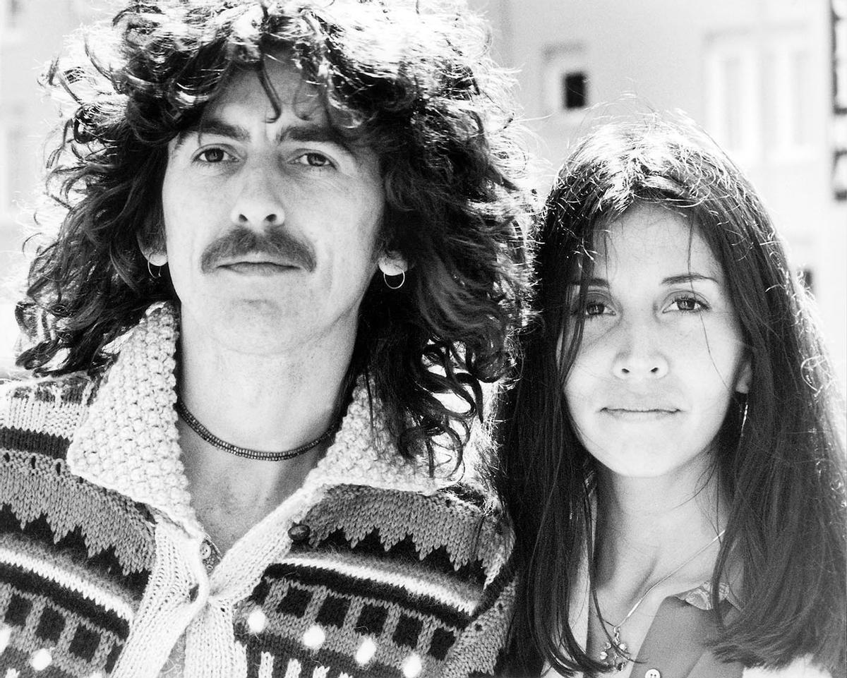 George Harrison y su segunda esposa, Olivia, en 1977