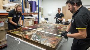 Traslado de 'Jesús entre els doctors de la Llei',tabla del retablo mayor del monasterio de Sijena que viaja del MNAC al Museu de Lleida.