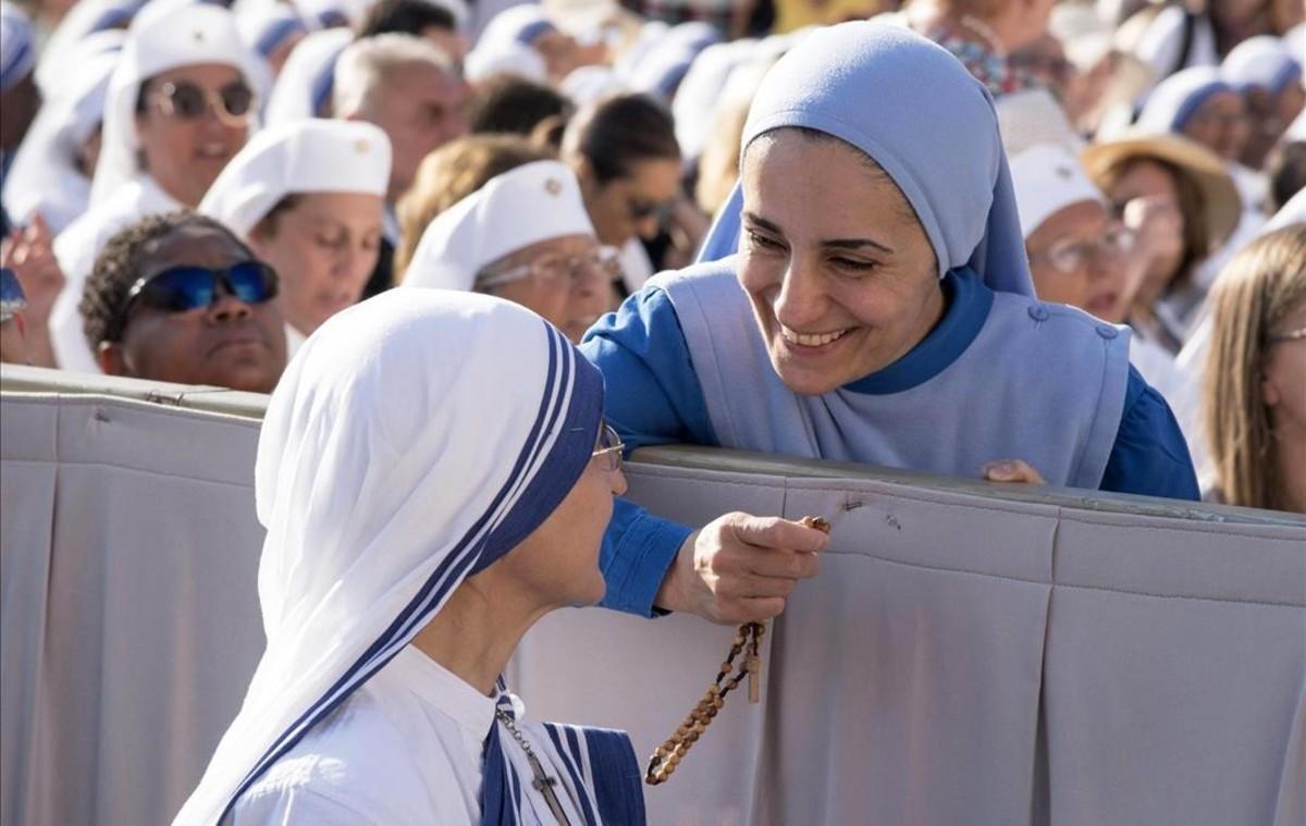 Misioneras de la Caridad el sábado pasado en el Vaticano, donde el domingo fueproclamada santa la madre Teresa de Calcuta.