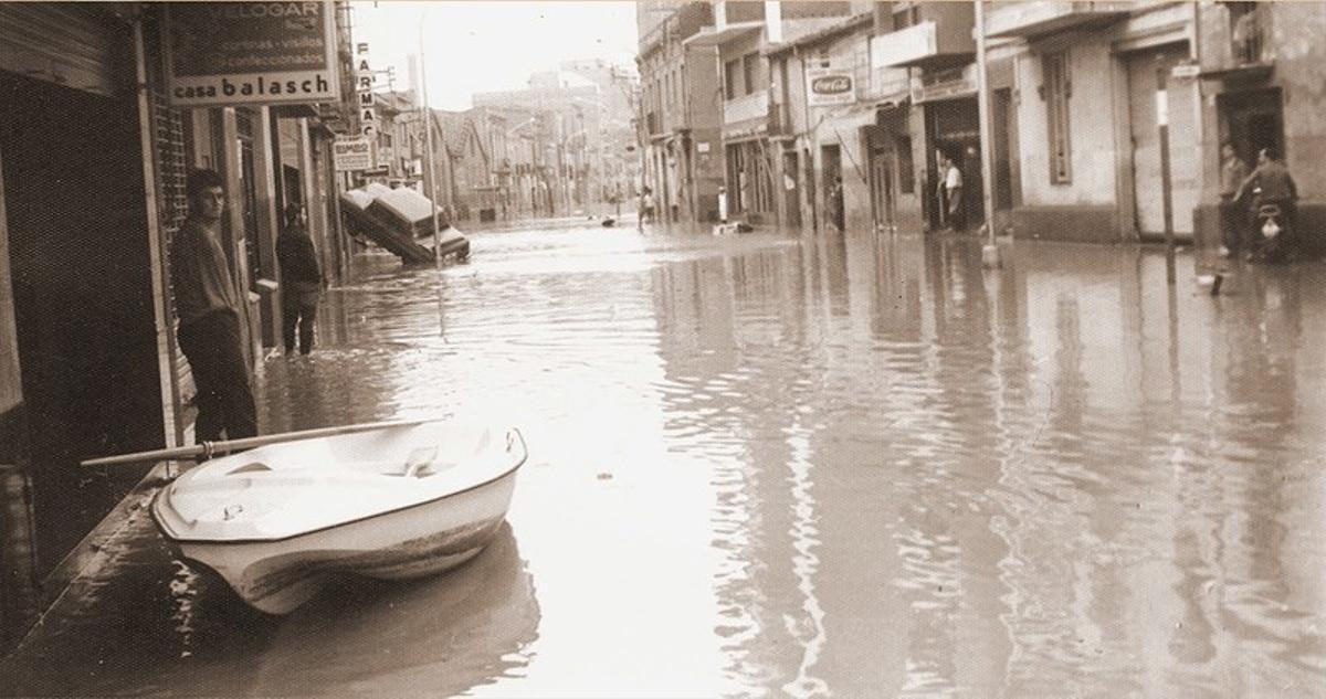 Fotografia de la muestra 'La memòria del fang', sobre las inundaciones de 1971 en Cornellà