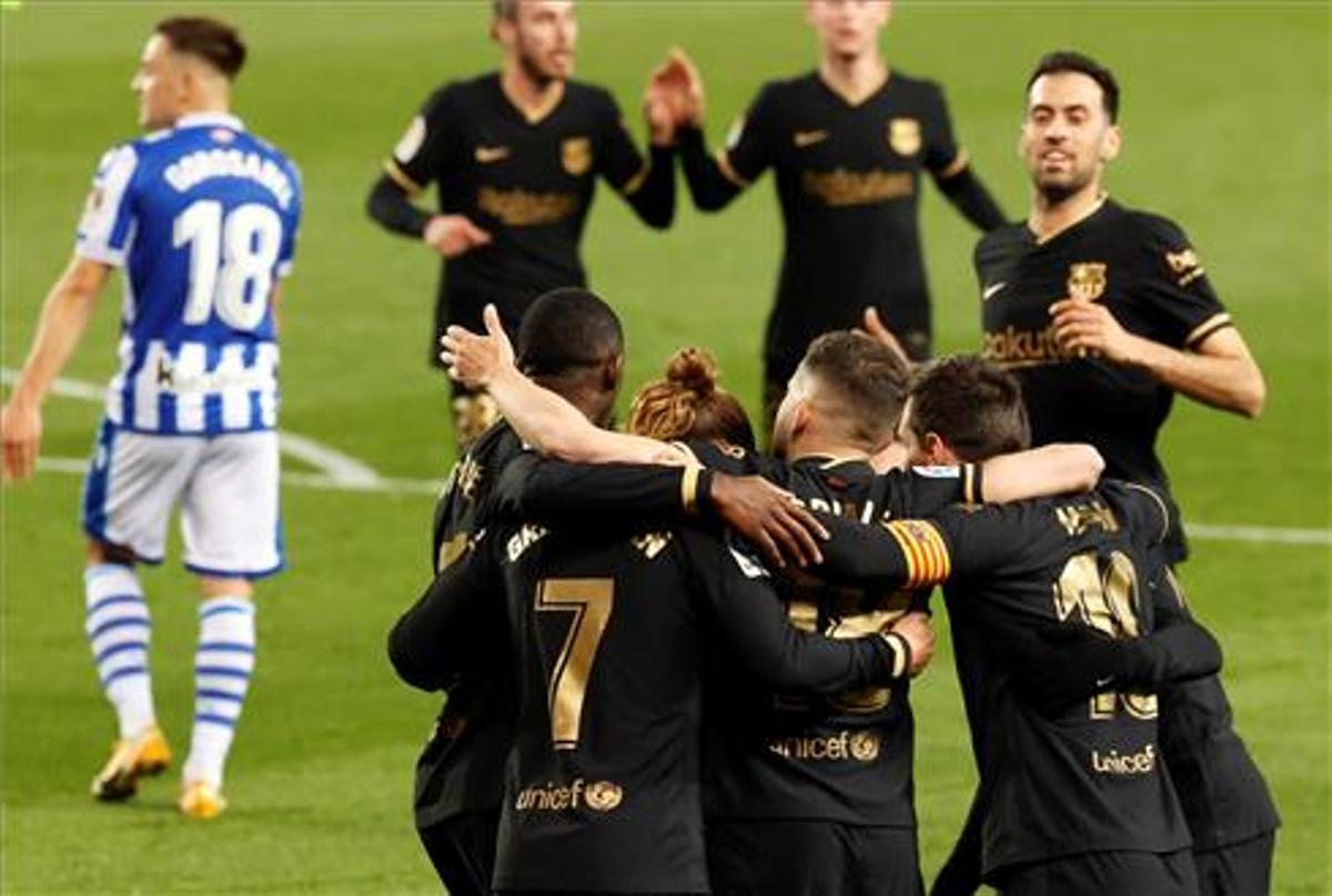 Los jugadores del Barcelona celebran uno de los tantos ante la Real Sociedad
