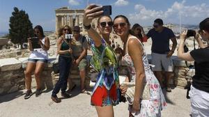 Turistes al Partenó d'Atenes.