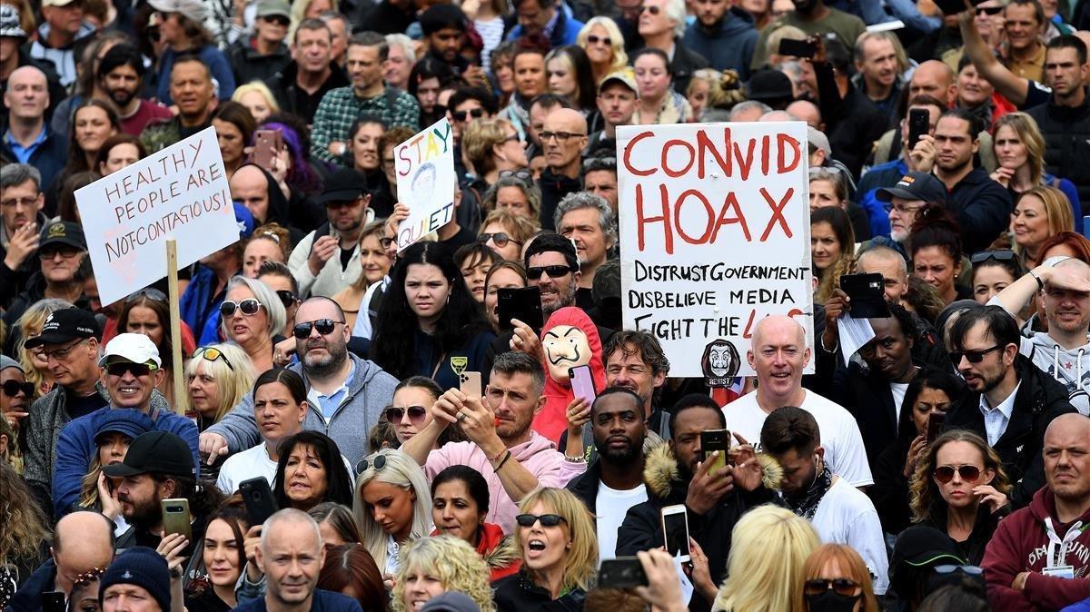 Cientos de personas protestan en Londres contra las restricciones por el covid-19 / EFE