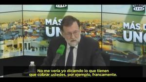 """""""No ens fiquem en això"""", diu Rajoy quan li preguntenper la bretxa salarial."""
