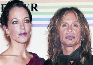 El líder de Aerosmith se 'casa' por el rito hawaiano