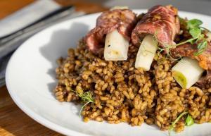 6 restaurants on menjar calçots amb o sense pitet