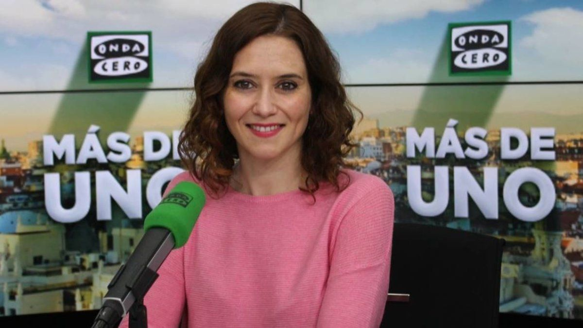"""Díaz Ayuso derrapa una vez más con Telemadrid: """"Para mí sería más fácil que me hagan la ola"""""""