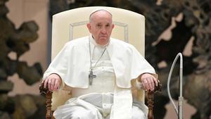 El Papa Francisco asiste a la audiencia general semanal de este jueves en el Aula Paolo VI en el Vaticano.