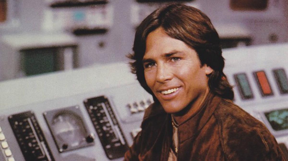 Richard Hatch, como capitán Apolo, en la serie 'Battlestar Galactica'.