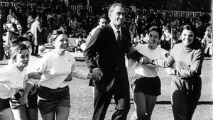 Ramallets, hace 50 años, primer entrenador del Barça femenino, tras el primer partido de la sección azulgrana.