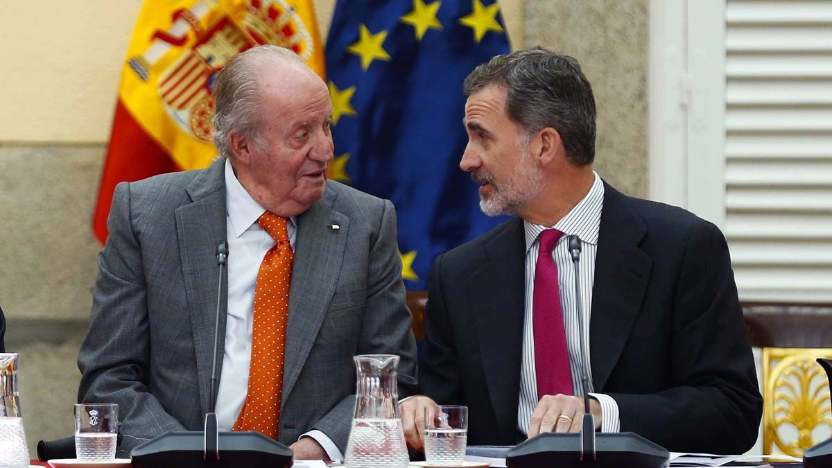 Juan Carlos I anuncia su retirada completa.