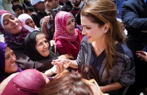 Rania de Jordania, en el campo de refugiados de Kara Tepe, en la isla de Lesbos.