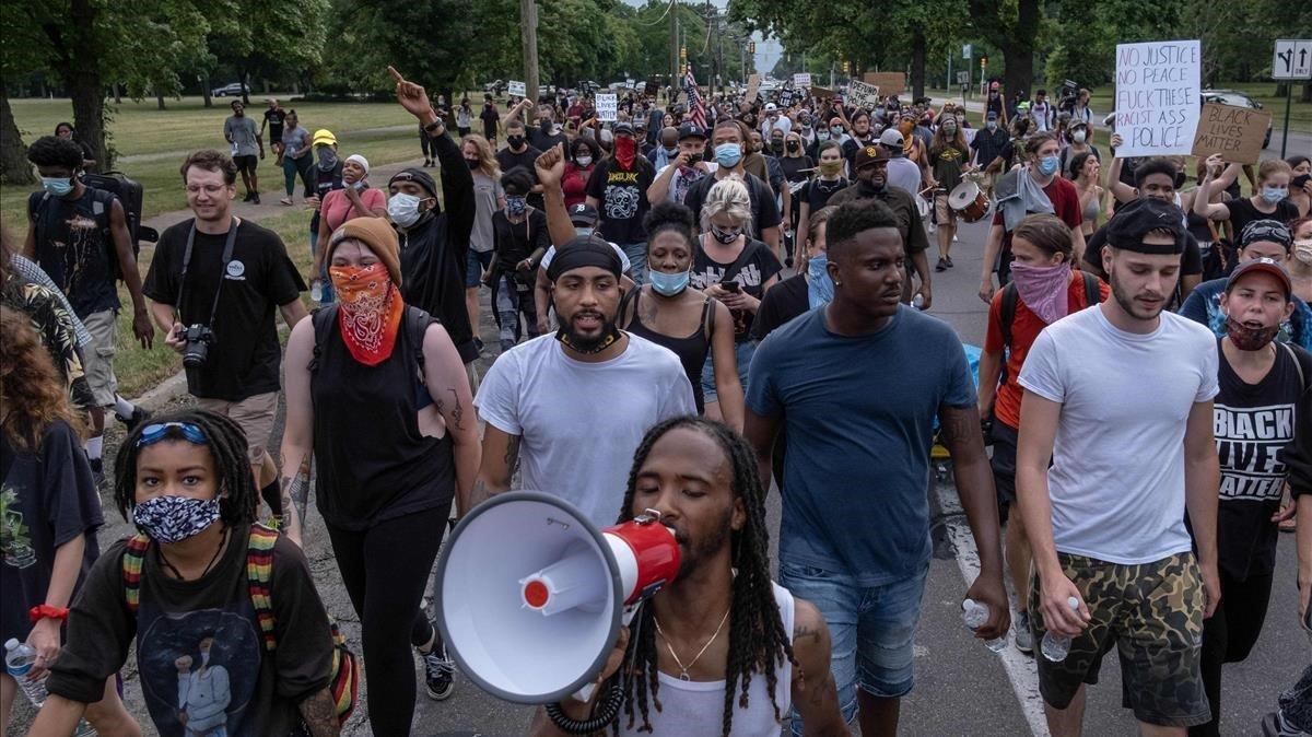 Protestas, el pasado viernes en Detroit, contra la brutalidad de la policía estadounidense, desatadas por la muerte de George Floyd.