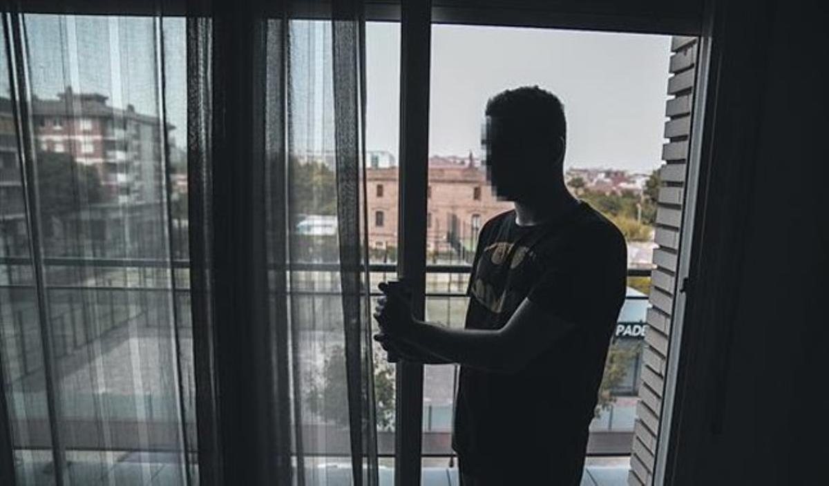 El joven J. M. M.,en su domicilio de Cerdanyoladel Vallès, lasemana pasada.