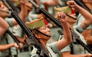 Un momento de un acto de homenaje a la bandera de Españay desfile militar con motivo de la Fiesta Nacional del 12-O.