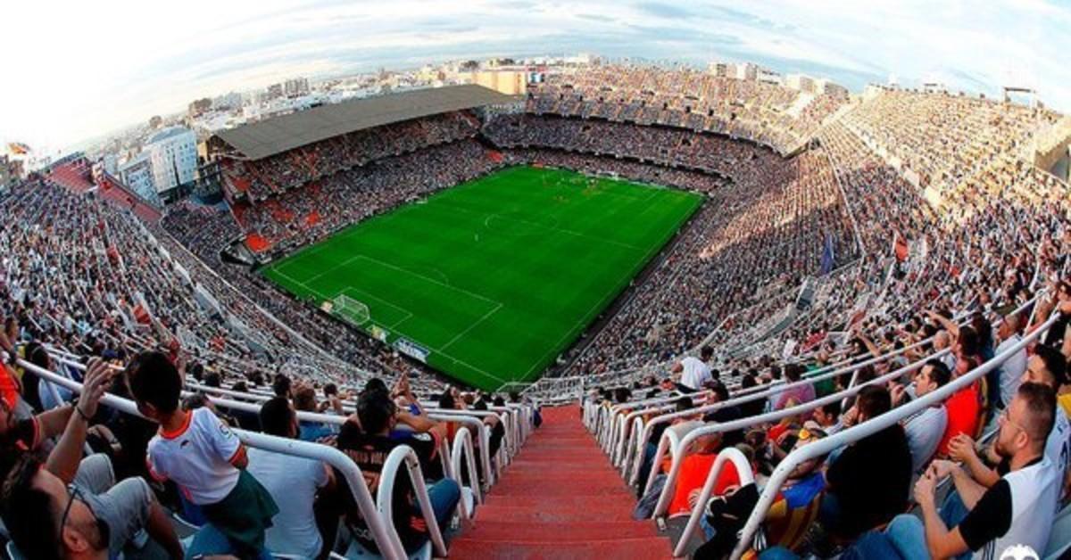 Interior del estadio de Mestalla.