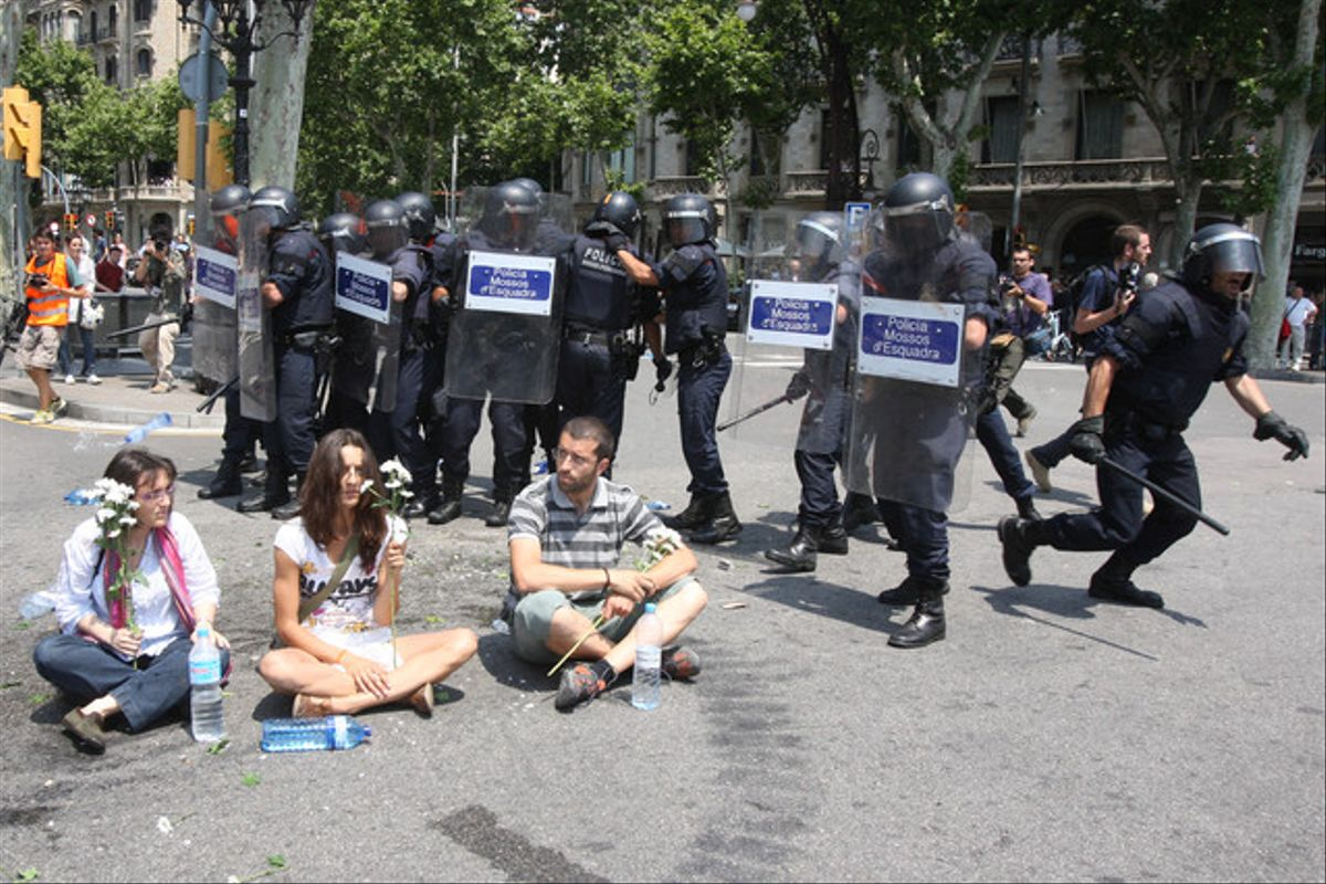 El desalojo de plaça Catalunya, visto por Danny Caminal.