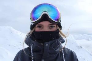 Ellie Soutt en una competición de snowboard