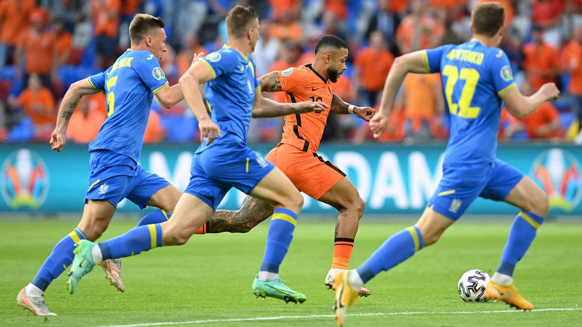 Holanda mostra les seves virtuts i les seves costures en un sofert triomf davant Ucraïna