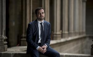 Barcelona    17 12 2020    Politica   El ministro Alberto Garzon fotografiado en la sala gotica del Ajuntament tras entrevistarse con la alcaldesa Colau (para entrevista)    Fotografia de Jordi Cotrina